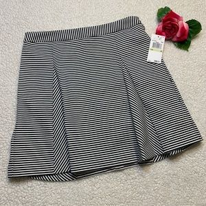 Michael Kors Womens Sz 4 Blk & White Striped Skirt